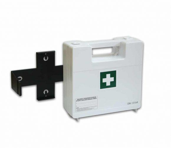 BDR z wieszakiem 2 580x501 - Apteczka pierwszej pomocy BDR z wyposażeniem DIN 13164 z wieszakiem (systemem mocującym)