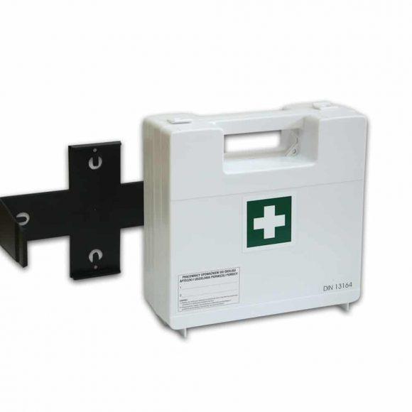 BDR z wieszakiem 2 580x580 - Apteczka pierwszej pomocy BDR z wyposażeniem DIN 13164 z wieszakiem (systemem mocującym)