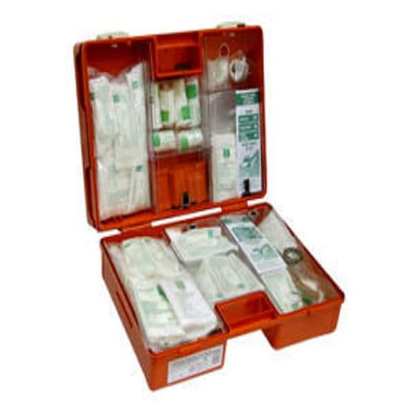 K20 SRODEK 295x222 e1572905071190 1 - Przenośna apteczka zakładowa typ K-20.MIX z wyposażeniem DIN 13157 i 13164 i wieszakiem